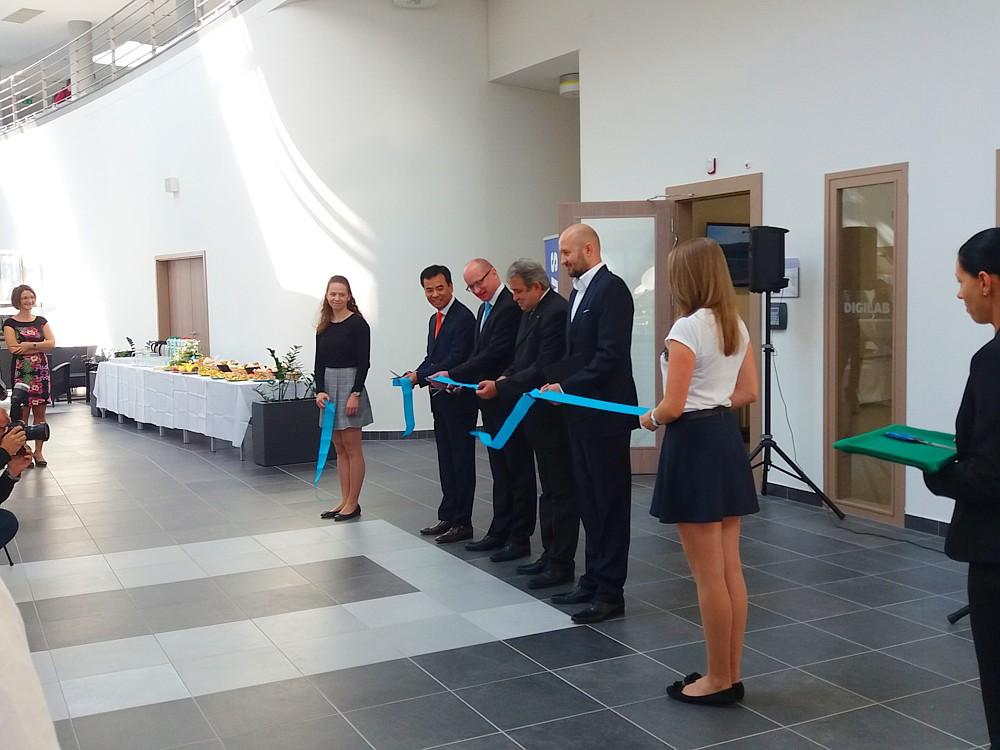 Slávnostné otvorenie STU Samsung DIGILAB v FIIT Bratislava. (foto: 3Digital.sk)