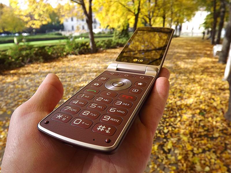 LG H410 Wine Smart má samostatné tlačidlo na zablokovanie a stíšenie zvukov.