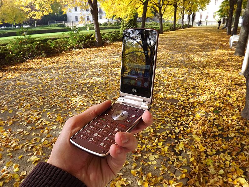 LG H410 Wine Smart veľkosťou pripomína niekdajšieho kráľa smartfónov, Nokia N93.