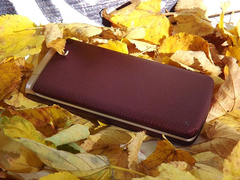 LG H410 Wine Smart vyzerá skôr ako malá peňaženka na karty alebo tabatierka.