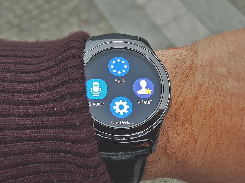 Samsung Gear S2 Classic s otočným voličom (Foto: Erik Stríž)